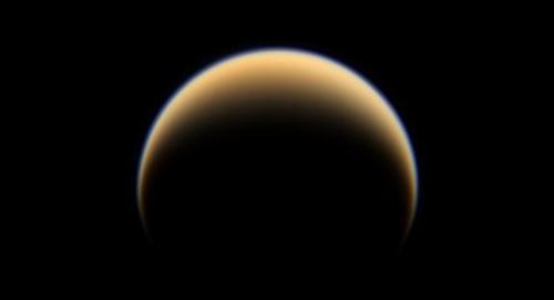 Des acides aminés sur Titan ? Titan_croissant1