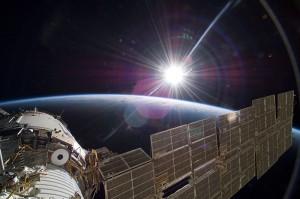 La plateforme d'exposition EXPOSE à l'extérieur de la Station Spatiale Internationale. Crédit Photo : NASA