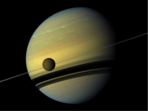 Image de Titan orbitant autour de Saturne prise par la sonde Cassini  (Crédits: NASA/JPL, CalTech/SSI)