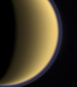 Figure 1 : Brume de Titan vue par Cassini. Credit: NASA / JPL / Space Science Institute